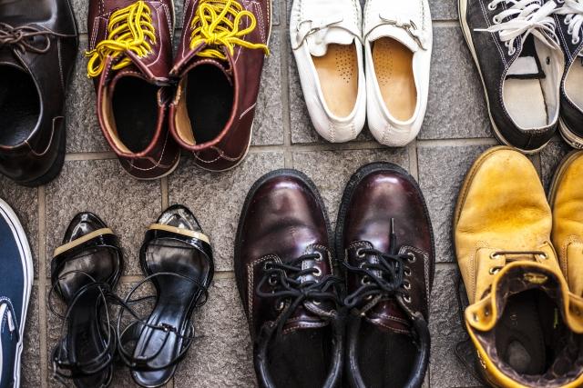 靴が綺麗に並んだ玄関