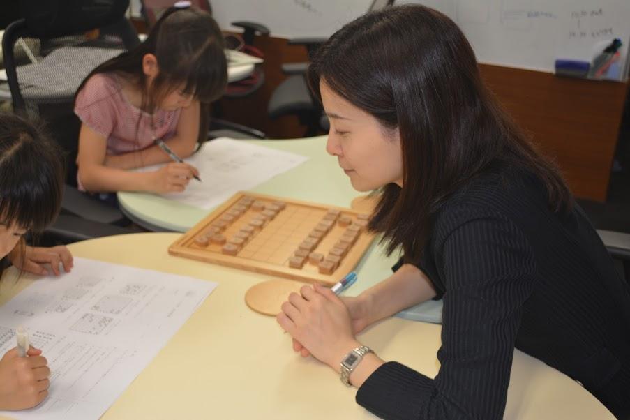 中倉彰子が初心者の子どもたちに将棋を教えるときのお悩みにお答えします。