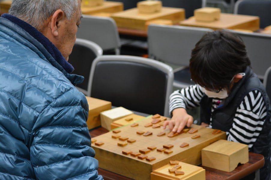 将棋の楽しさは年齢の壁も超えます。