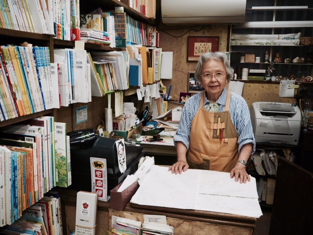 ひつじ書房の店主平松二三代さん。絵本を通じて長年子どもたちに携わる。