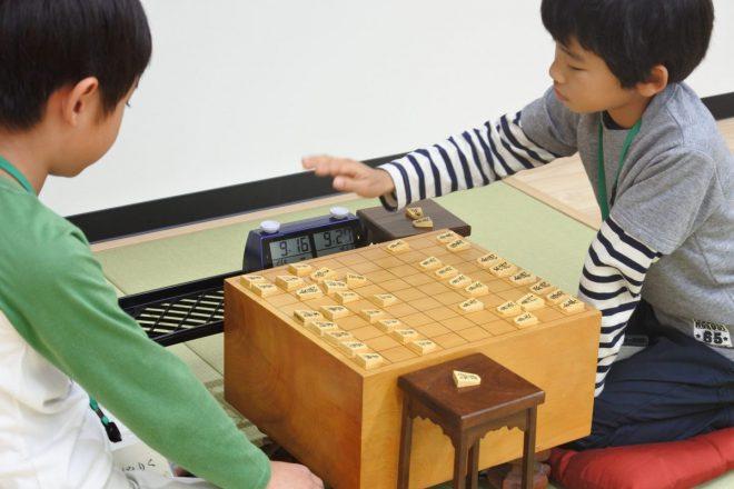 集中して将棋ができるくらい子どもを将棋好きにするのが将棋教室講師の役目