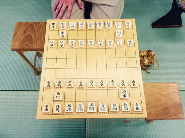 将棋盤のマス目は駒に合わせて長方形。