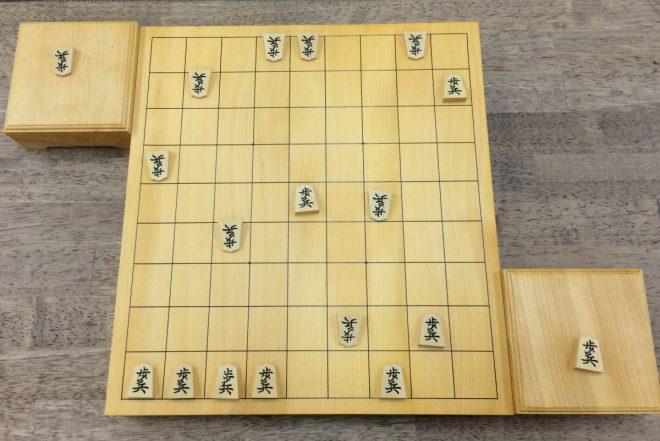 歩つきの練習にもなるので、将来の将棋上達のためのトレーニングに