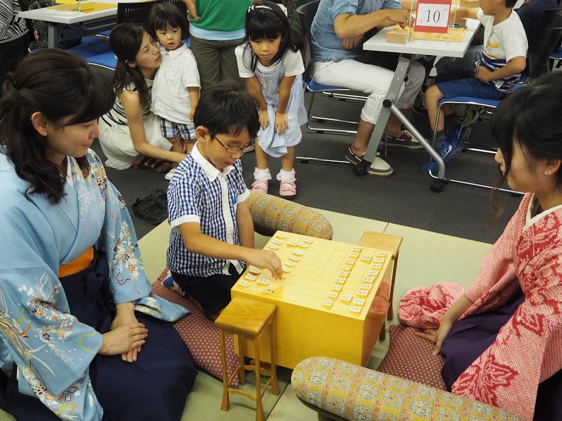 名人戦盤駒のホンモノ体験。子どもたちも盤駒を大切に使ってくれました。