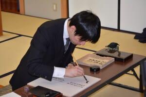 第74期名人戦で羽生さんを下し、新名人となった佐藤名人