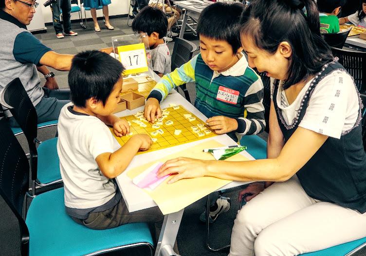 ママも子どもたちと一緒に将棋を始めてみよう。