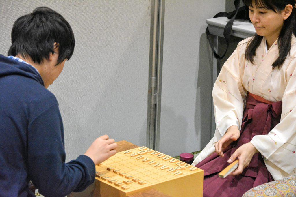 指導対局の様子。将棋への情熱がひしひしと伝わってきました。