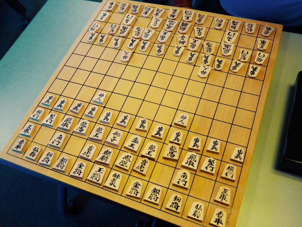 中将棋盤駒。駒の多さに圧倒されます。
