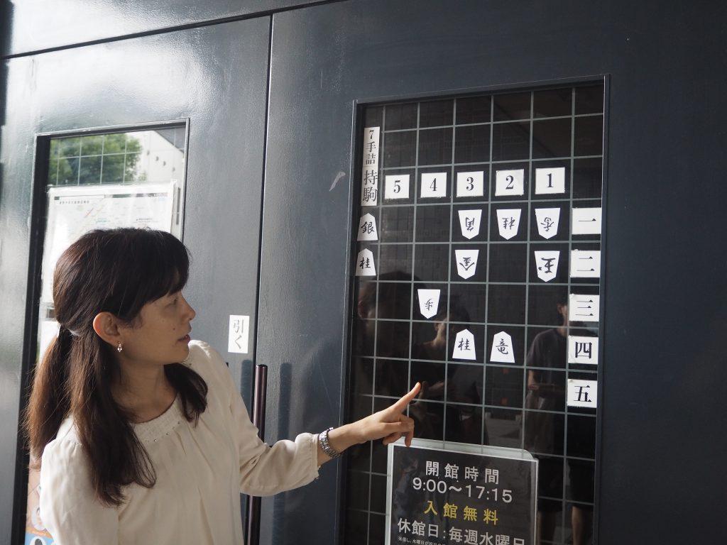 入り口には詰将棋の問題が貼り出されています。