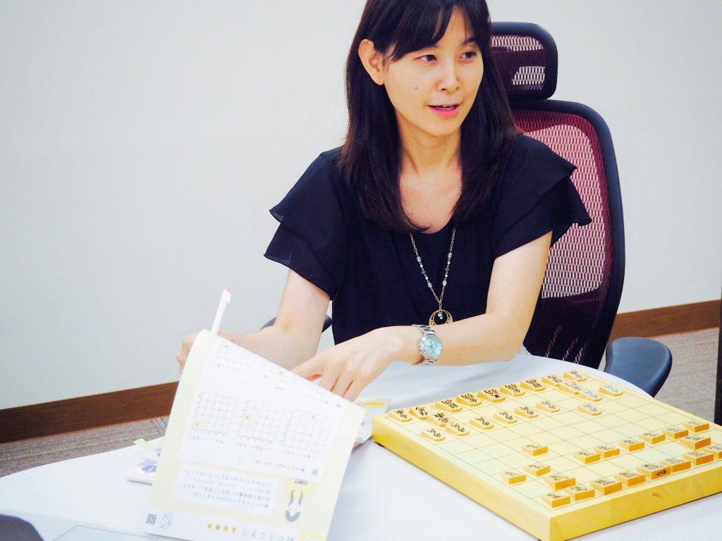 中倉彰子本人が「はじめての将棋手引帖」について語ります。