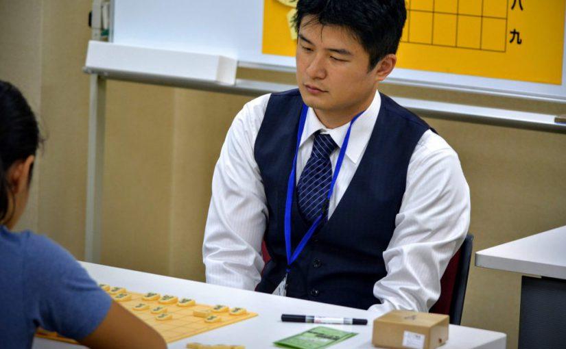 今回は東新宿将棋センターの藤倉五段にお話を伺いました。