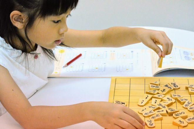 いつつでは子どもたちの感性を豊かにする木の将棋駒をおすすめしています。