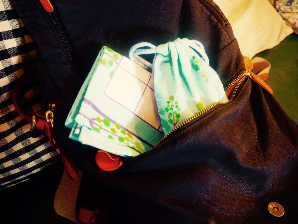盤も駒もカバンのポケットにすっぽり収まります。