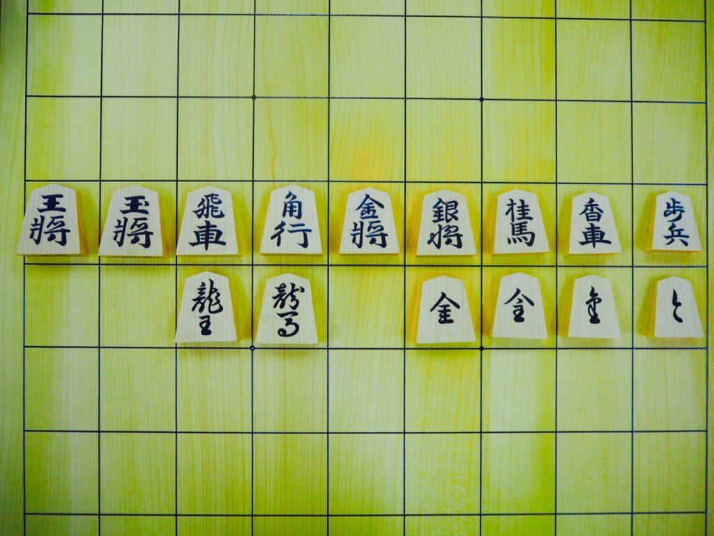 第74期名人戦第3局では錦旗の駒が使用されました。