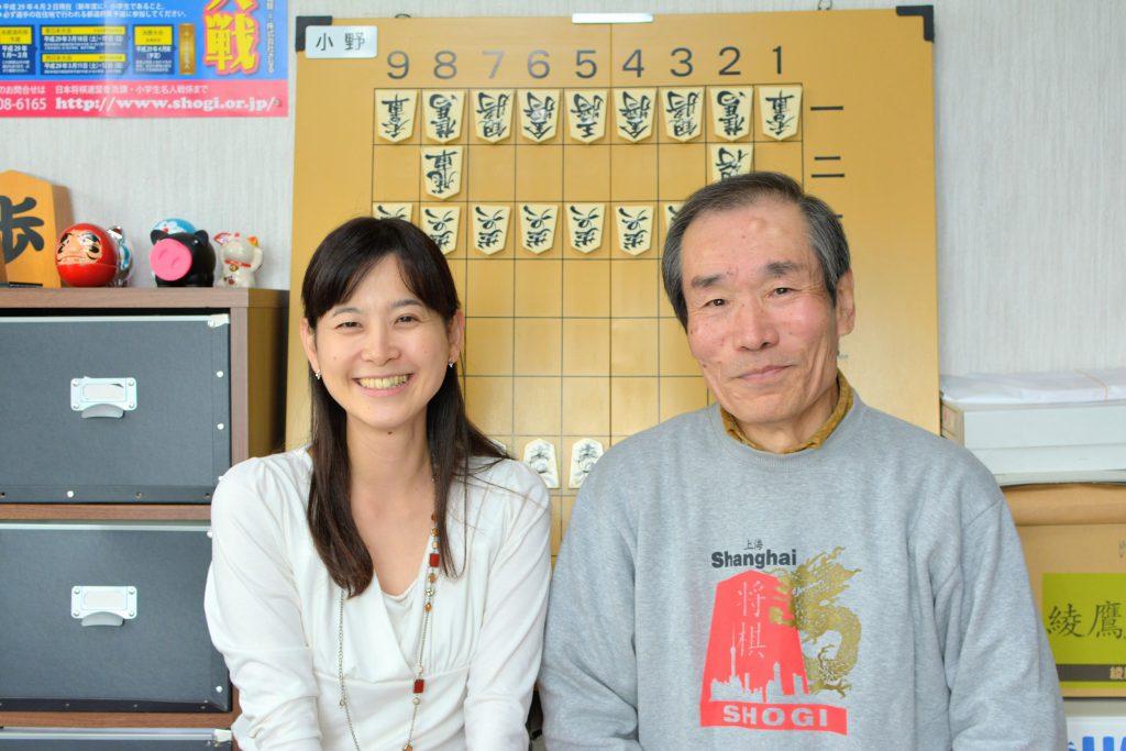 将棋柄で取材に応じてくれた小野さん。とっても将棋愛を感じます。