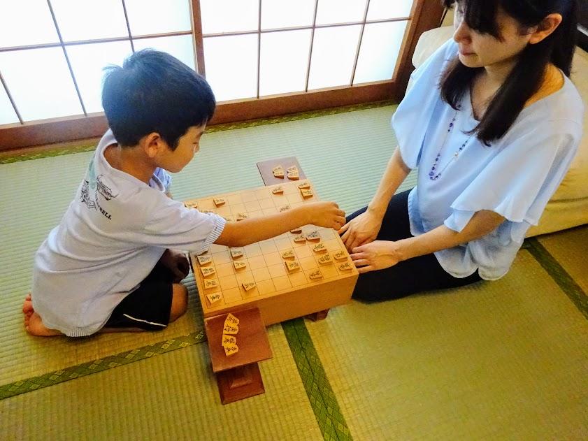 いくつになっても子どもと一緒に指せるのが将棋の魅力