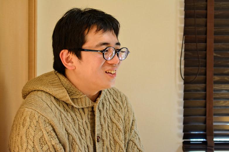 子ども好きの鈴木さん。子どもに優しく将棋の指導をする姿が印象的でした。
