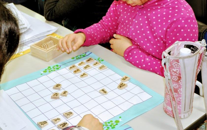 教えることの合間に手と頭を動かすようなゲームを取り入れて
