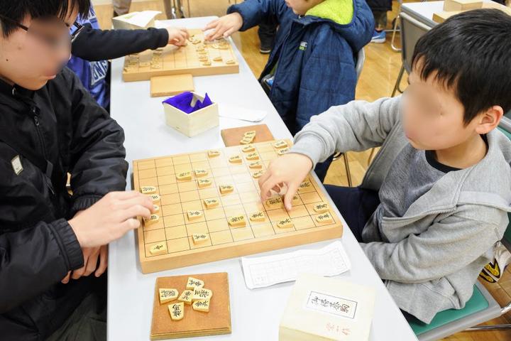 将棋の棋力が上がるにつれ子どもたちが落ち着いて指すようになる