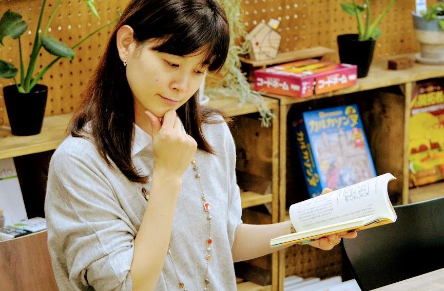 詰将棋は本などを見ながら一人で楽しむこともできます。