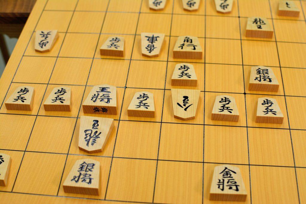 大会本番の駒は二文字表記な上に、駒の裏表が識別しにくい