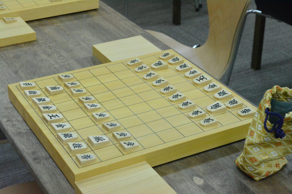 将棋の盤駒あります
