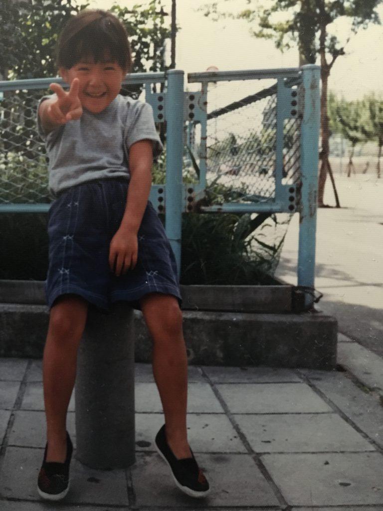子どもの頃の岩根女流三段。この頃、毎日お母さんが持って帰っってきてくれる詰将棋を解くのがとても楽しかったという。