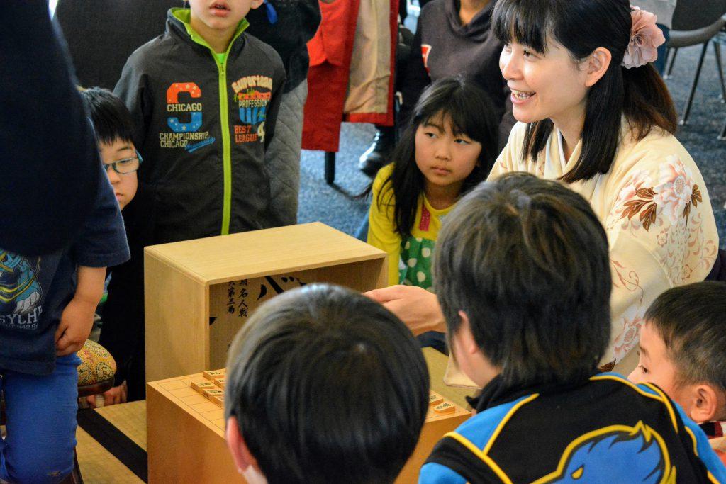 子どもたちには、将棋の敷居を低くして、親しみを持ってもらうことが大切。