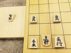 金がない場合。2八の角を3九に逃げるも、2九の桂馬が取られる上に、2九飛成とされてしまいます。