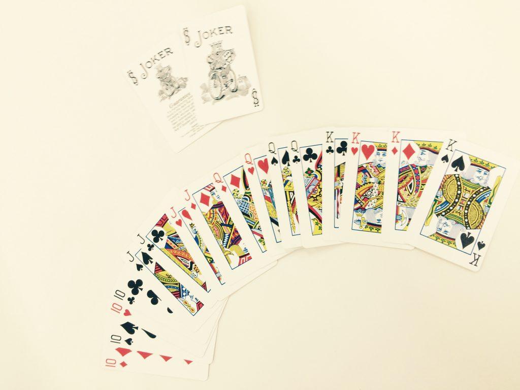 抜いたカードをワイルドカードにするなど、ルールにアレンジを加えるとさらに楽しく!