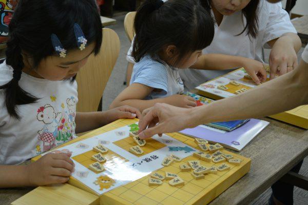 女流棋士も小さい頃はママから将棋の問題を出してもらったようです。