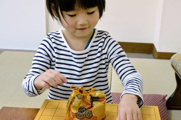 将棋教室に通うきっかけは、子どもの好きなことを伸ばしてあげたいという親心。