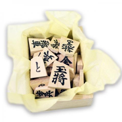 いつつでは、天童産・国産木を使った駒を推奨しています。