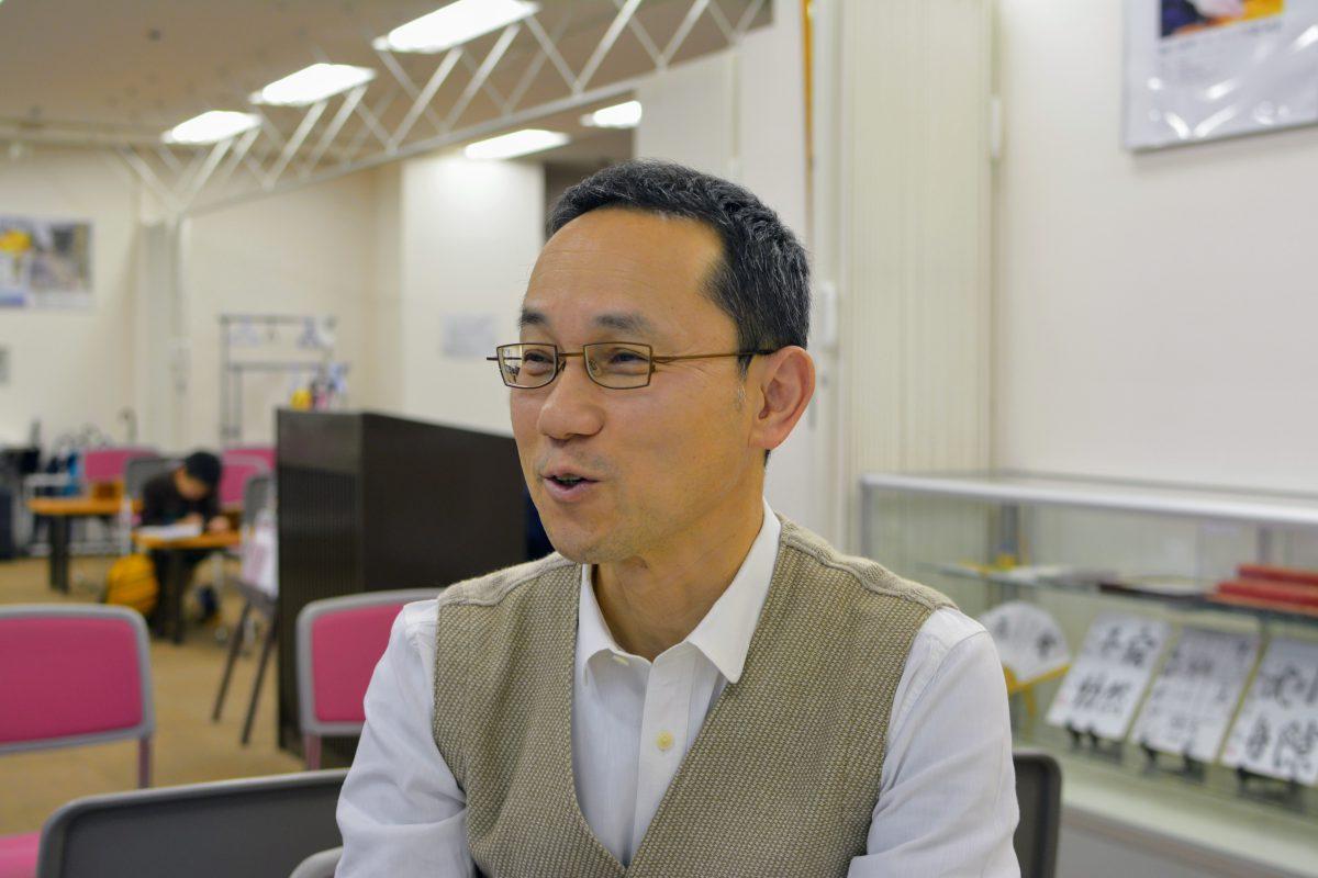 かこがわ将棋プラザ席主井上慶太九段