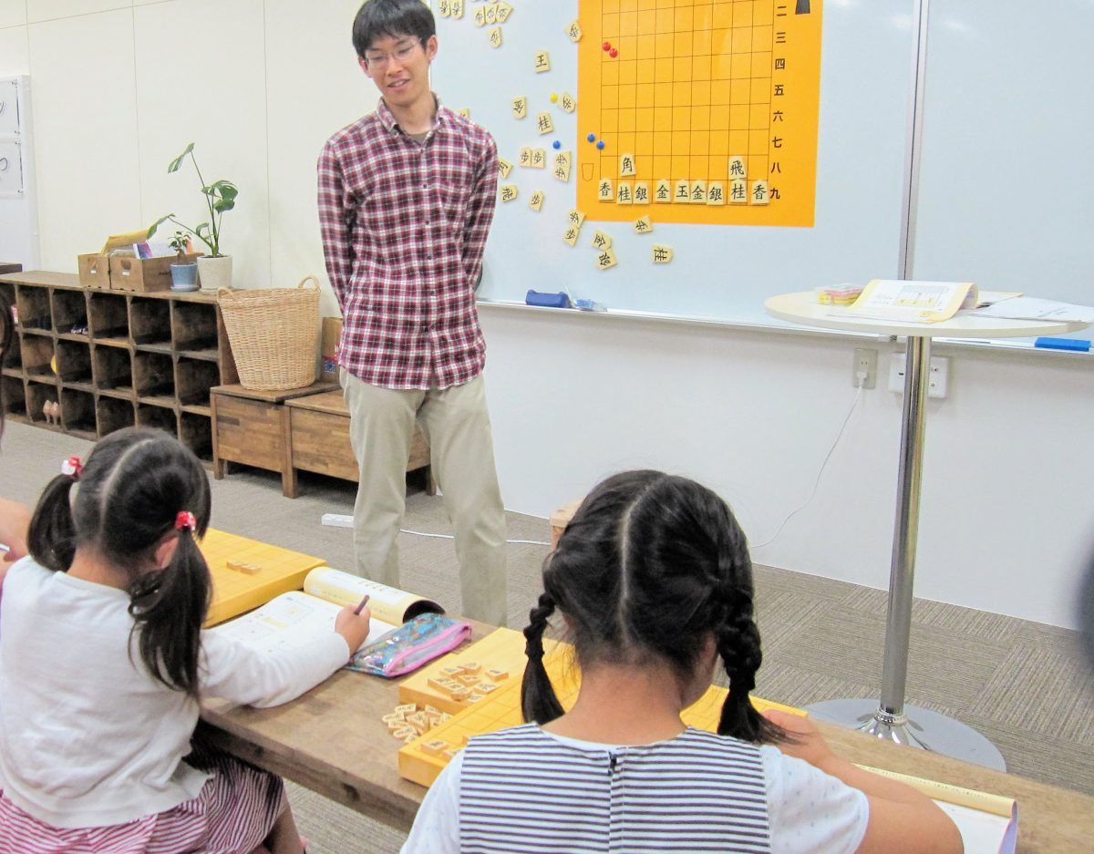 現在いつつの将棋教室では手引帖を使ったレッスンをしています