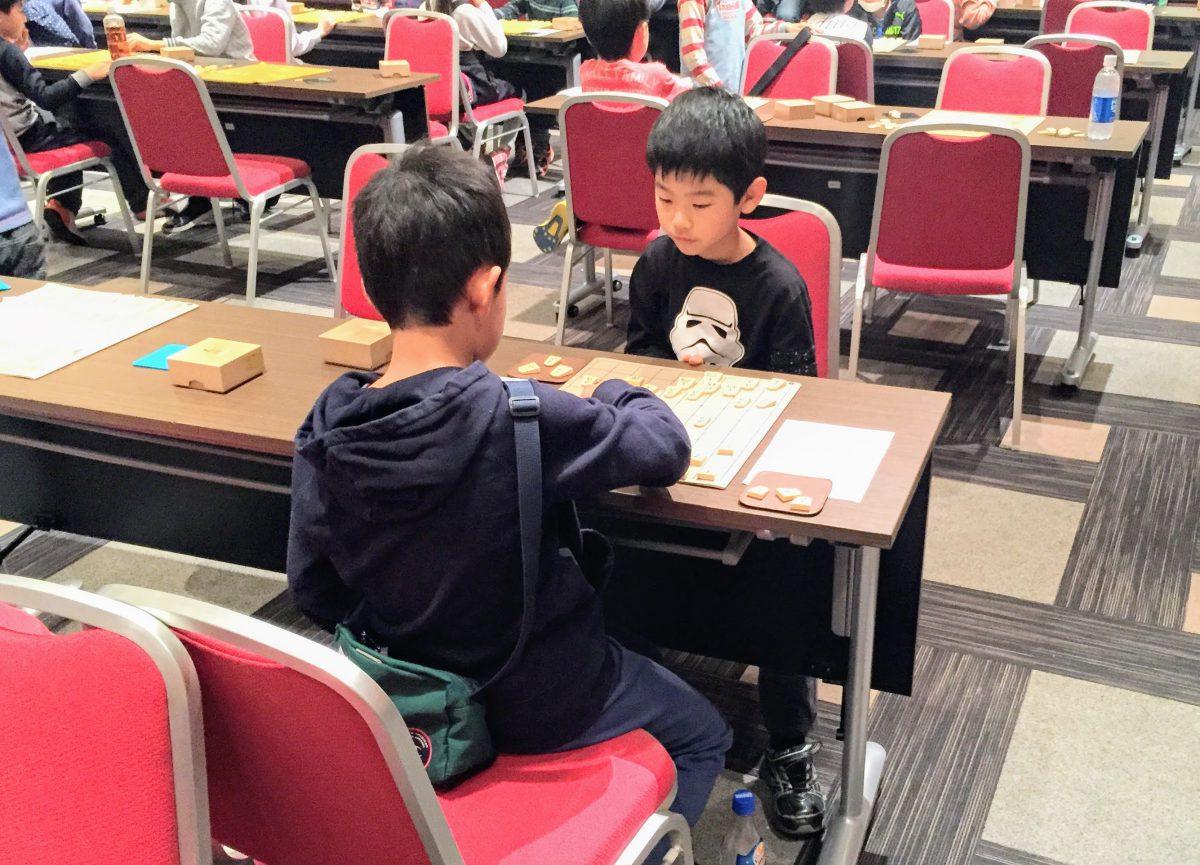 将棋は子どもたちの戦況が分かりにくい