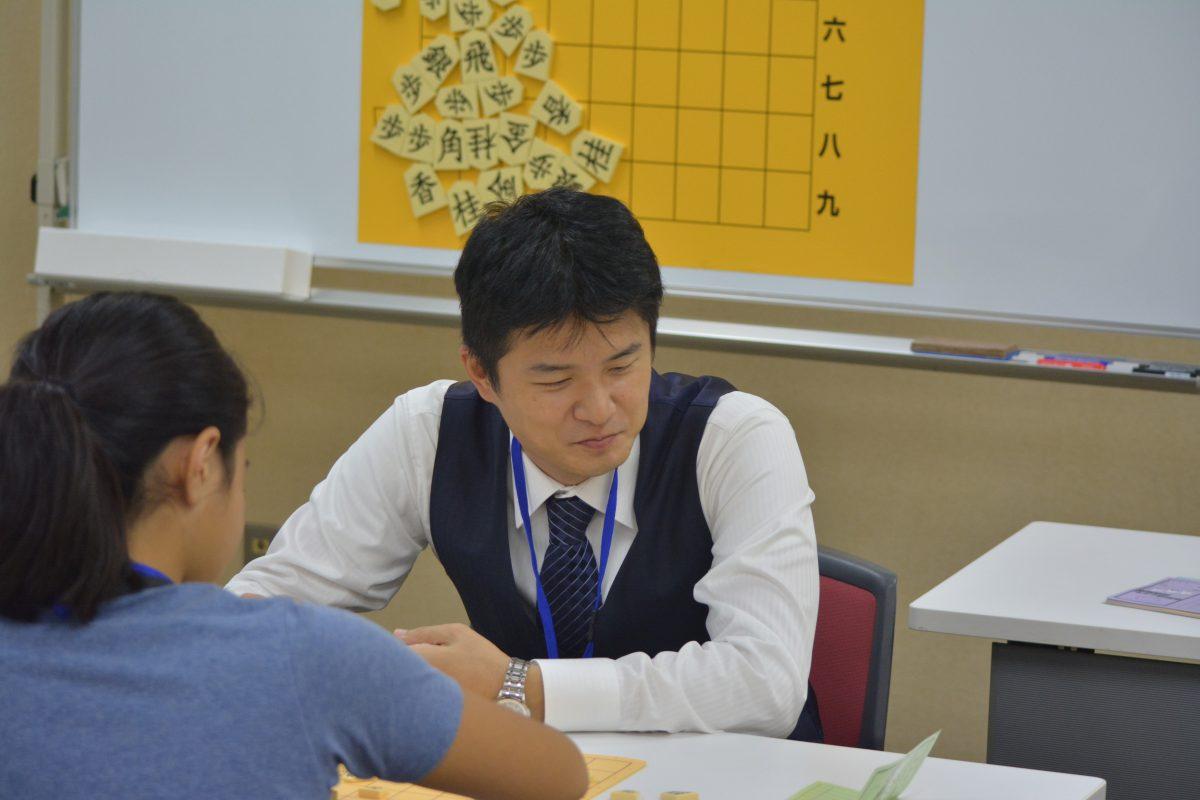 講師を務める藤倉勇樹五段