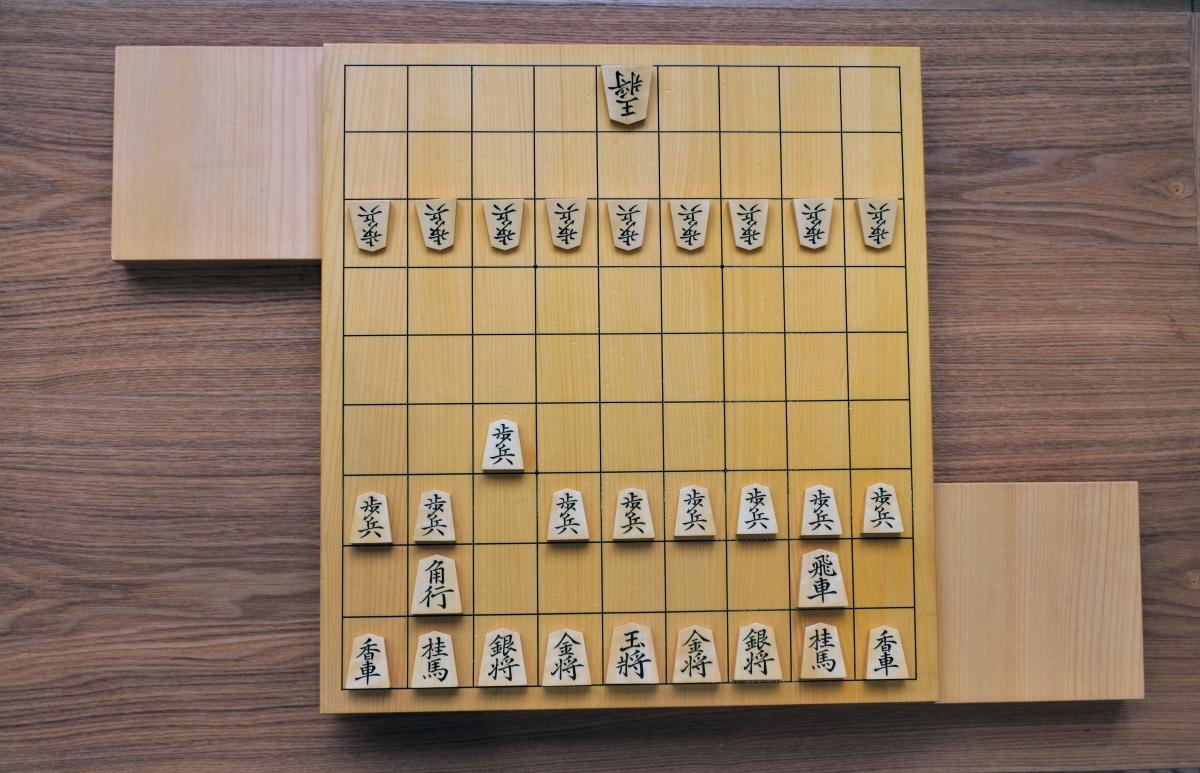 初手7六歩で角の利きが敵陣に届く