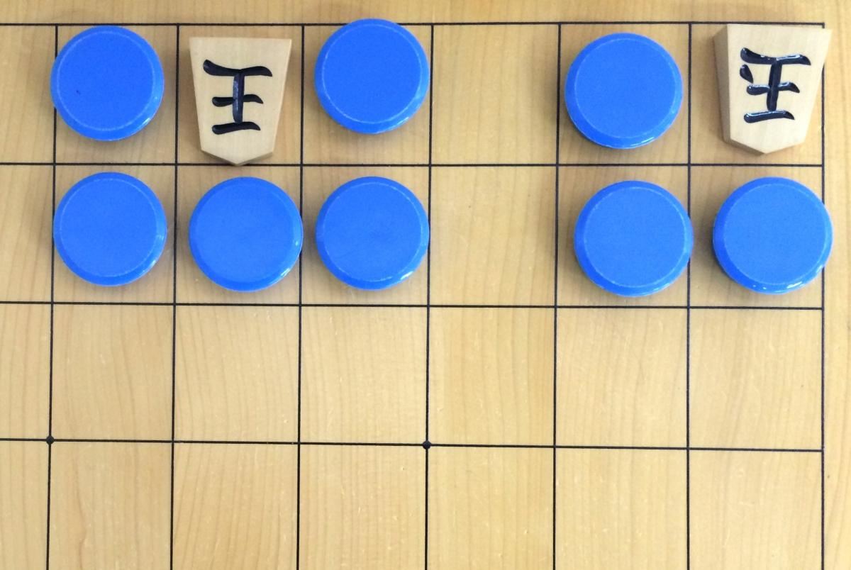 下段に落とすことで5マス、さらに隅に寄せることで3マスまで玉の動ける範囲を制限することができます。