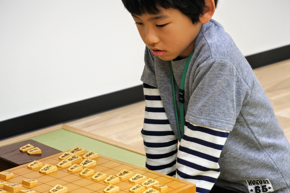 将棋のシミュレーションが全て頭の中で行われるようになることでさらに集中力が高まり黙々と指すように