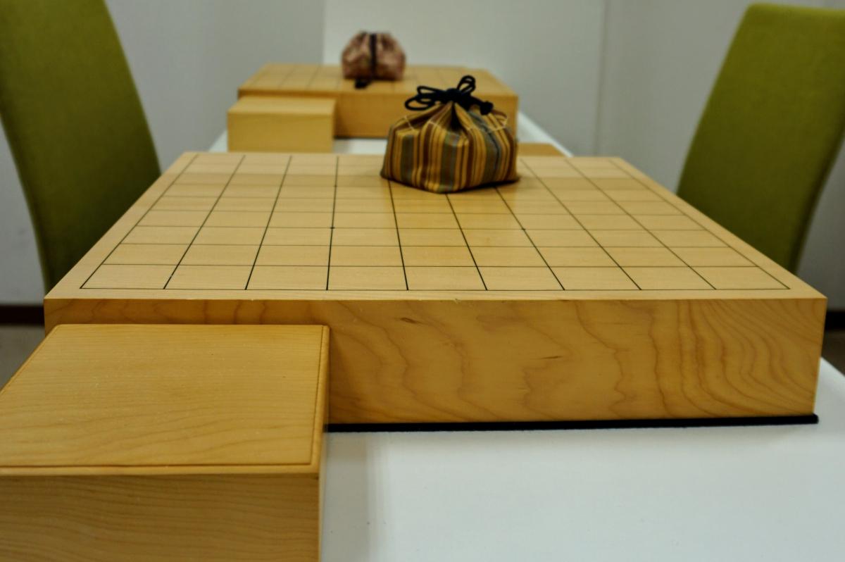 プロ棋士による指導にはそれにふさわしい将棋道具が必要