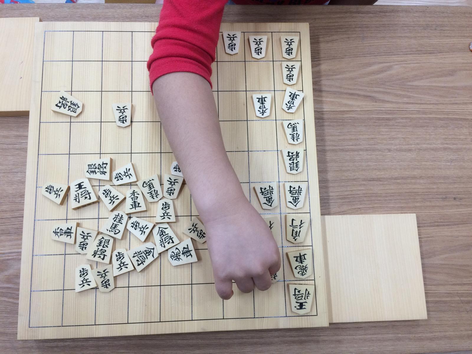 将棋のマスを利用して駒のグループ集め