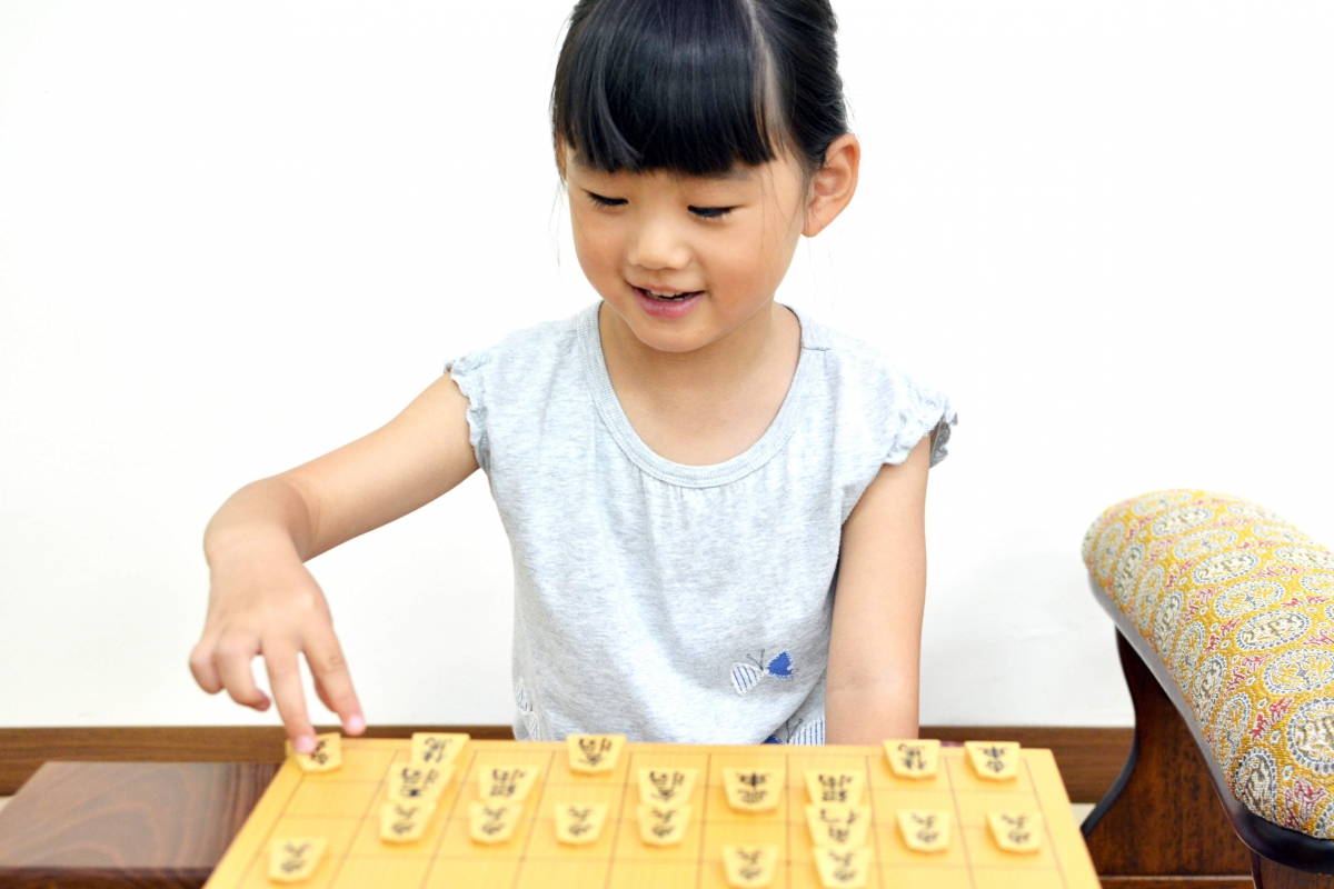 将棋をはじめたら、ぜひ初段を目指してほしい