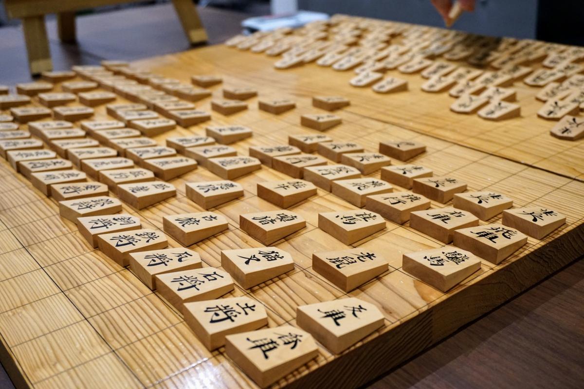 天童の駒師の方に制作してもらったという摩訶大将棋の駒。